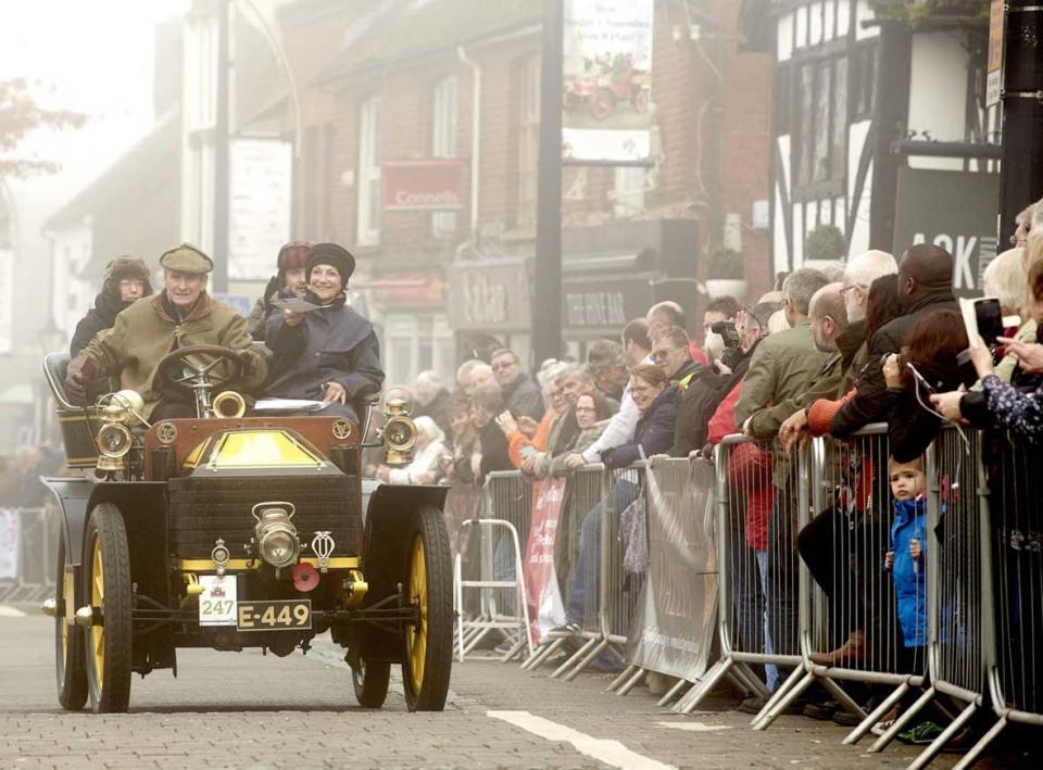 Veteran Car Runners in Crawley in 2015